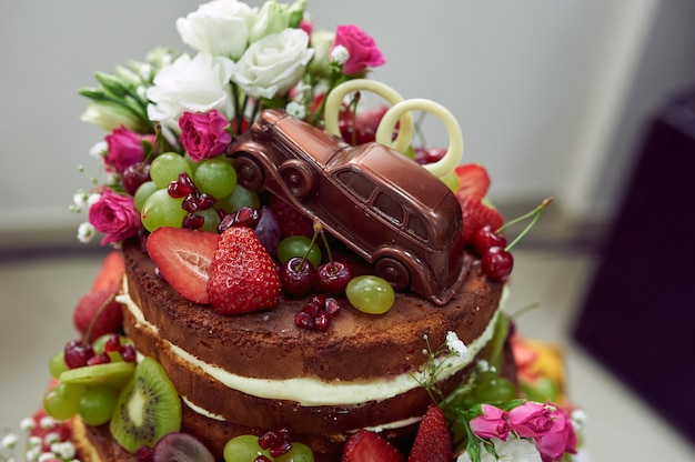 Creative wedding chocolate cake Premium Photo
