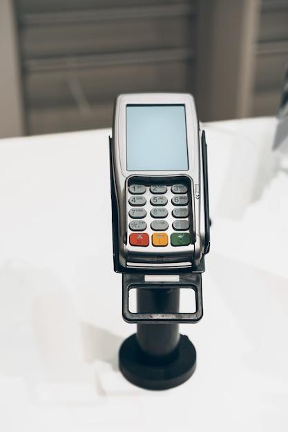 Терминал оплаты кредитной картой в магазине Premium Фотографии