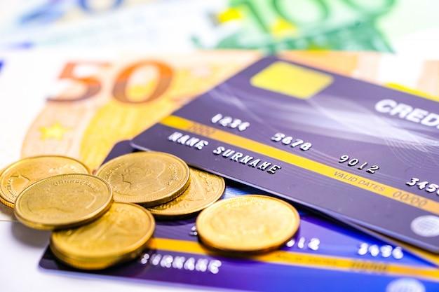 Moneda si credit carte online