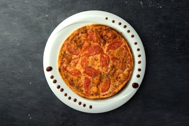 Crispy pizza with tomatoes Free Photo