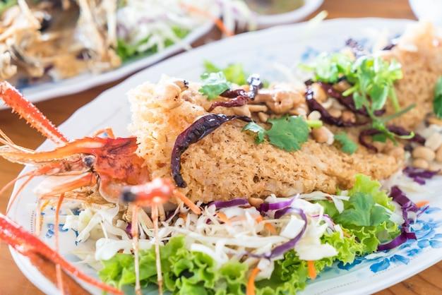 Crispy shrimp salad Free Photo
