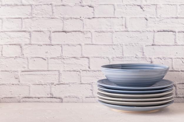 ライトテーブルの食器 Premium写真