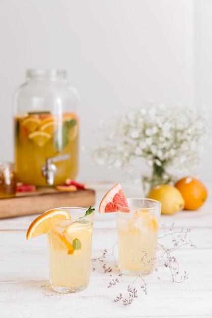 Обрезанное изображение цитрусового напитка Бесплатные Фотографии