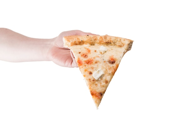 Ritaglia la mano portando la fetta di pizza Foto Gratuite