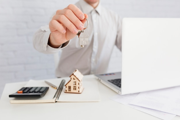 Crop house agent giving key Free Photo
