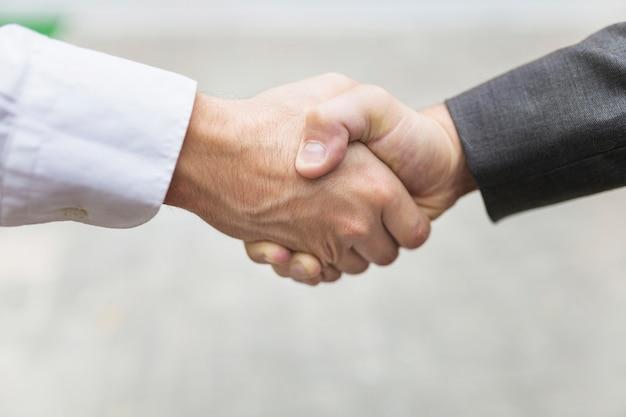 Crop men shaking hands Free Photo