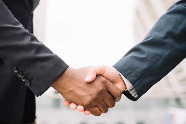 Crop men in suits shaking hands Free Photo
