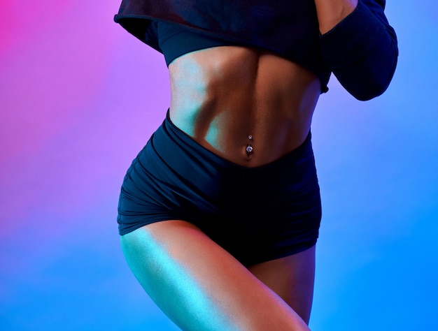 Crop of nuscular female body in studio Free Photo