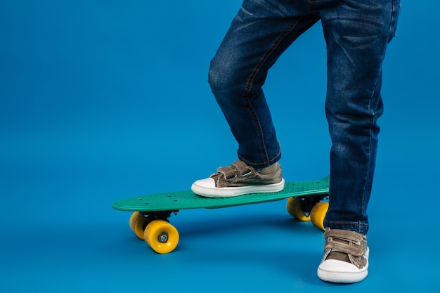 Cropped image of young boy comes on skateboard Free Photo