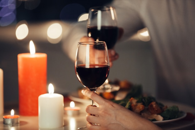 Cropped photo of lovers having romantic dinner at home Free Photo