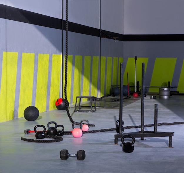 Crossfit kettlebellsロープとハンマージムウォールボール Premium写真