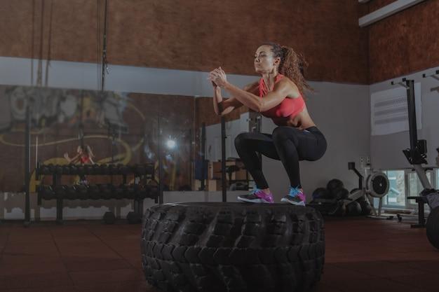 美しいフィットcrossfit女性運動 Premium写真