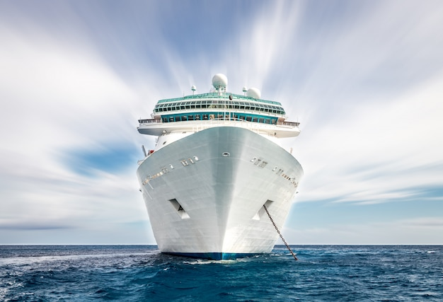 Cruise ship Premium Photo