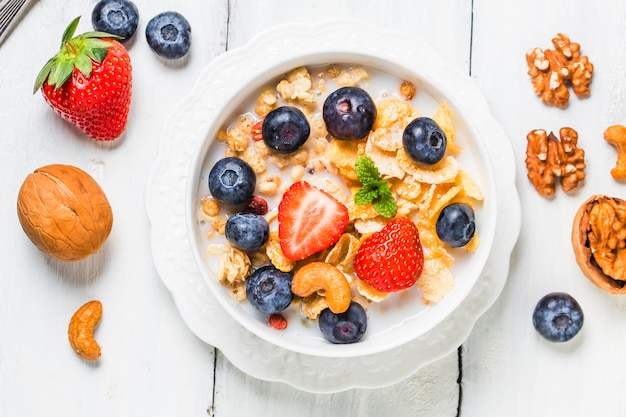 Crunchy flakes with blueberries and various yogurts for healthy breakfast Free Photo