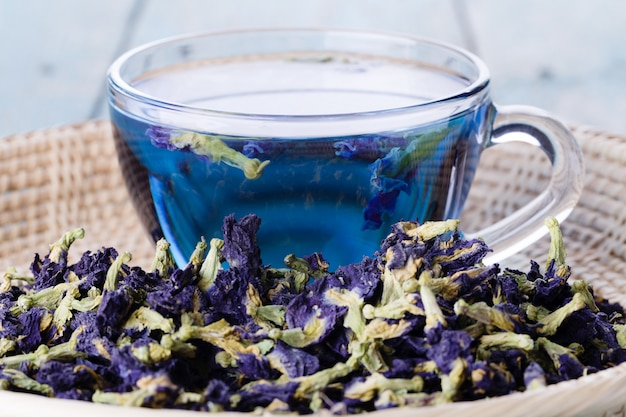 Cup of butterfly pea tea (pea flowers, blue pea) Premium Photo