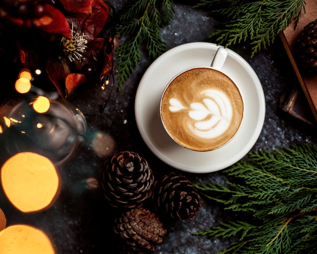Una tazza di cappuccino Foto Gratuite