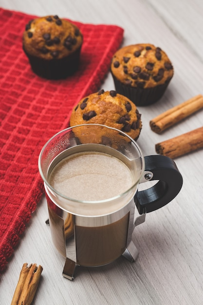 Cup of coffee, cinnamon and muffins Premium Photo