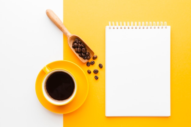 Cup of coffee on the table with mock-up Free Photo