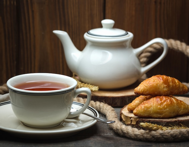 Cup of flavored tea with puff pastries Free Photo