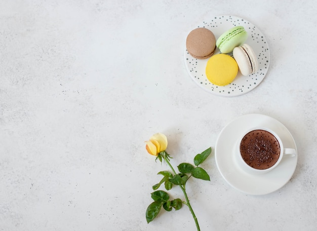 Cup of hot chocolate with macarons flowers Premium Photo