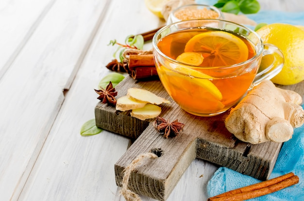 Cup hot tea with lemon and ginger Premium Photo