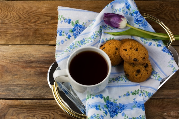 Cup of tea and cookies on serving tray Premium Photo