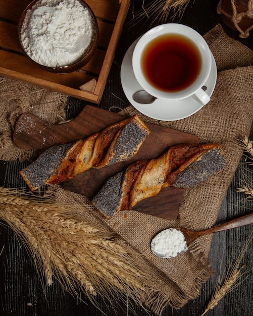 A cup of tea is bread on a dark retro background Free Photo