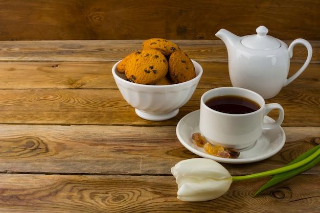 Cup of tea and porcelain teapot Premium Photo