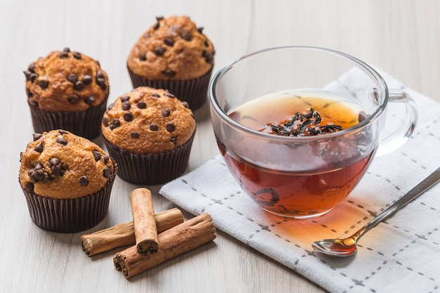 Cup of tea with muffins and cinnamon Premium Photo