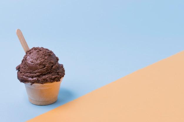 コピースペース付きチョコレートアイスクリームカップ 無料写真
