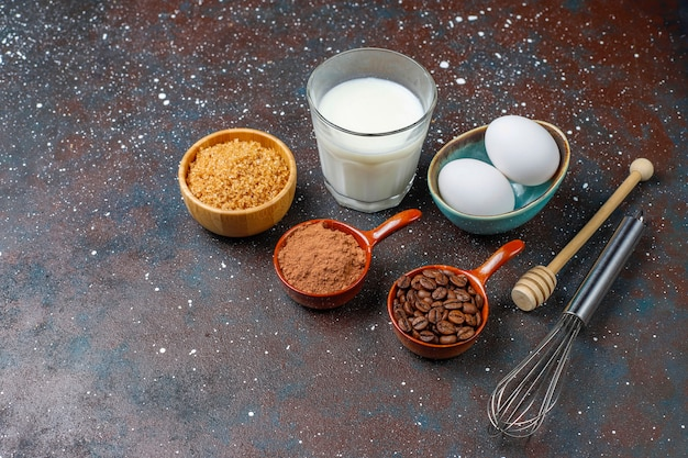 Priorità bassa di cottura del bigné con gli utensili della cucina. Foto Gratuite