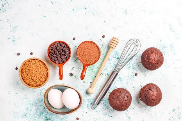 Cupcake baking background with kitchen utensils. Free Photo