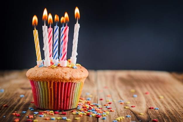 Cupcake with festive lighted candles Premium Photo