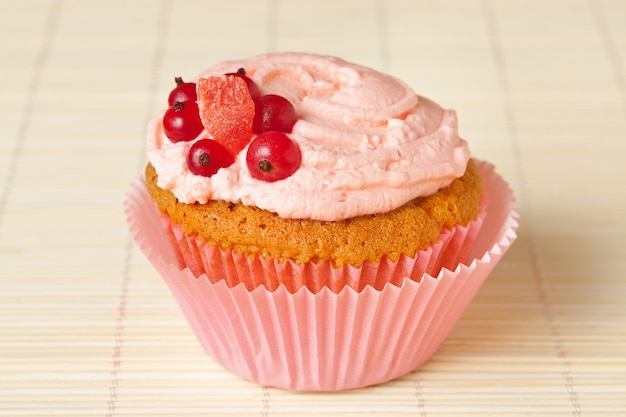 Cupcake with whipped cream and redcurrant Premium Photo
