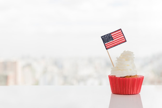 Cupcake with whipped topping and american flag Free Photo