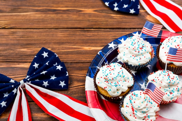Cupcakes and decor for independence day Free Photo