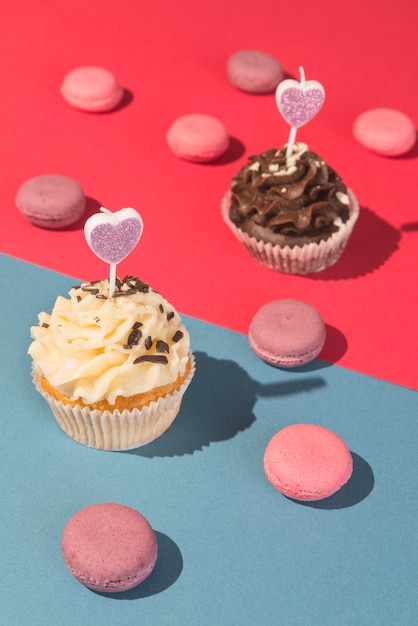 Cupcakes and macarons Free Photo
