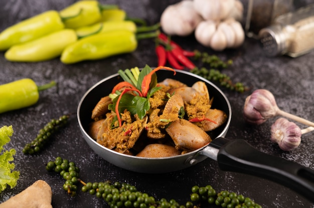 Curry powder stir-fried on a black pan with garlic chili and basil. Free Photo