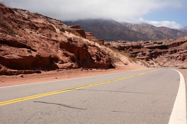 Curve road to montain Premium Photo