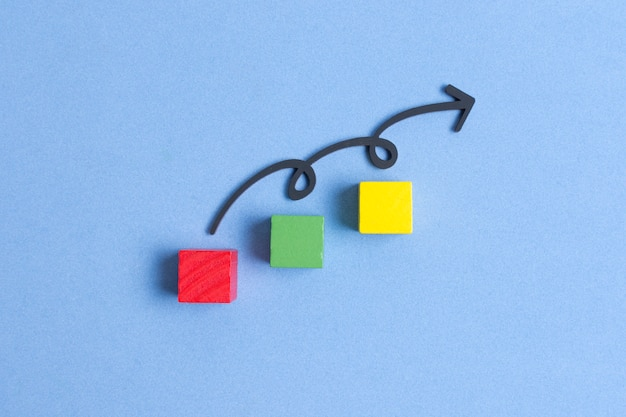 Linea sinuosa che salta su cubi colorati Foto Gratuite