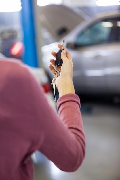 Customer holding keys Free Photo
