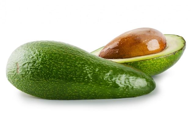 Вырезать и весь авокадо Premium Фотографии
