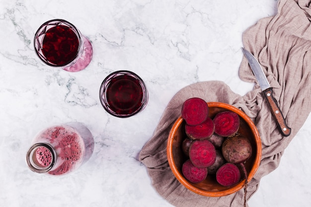 Cut beetroot with glasses of juice Free Photo
