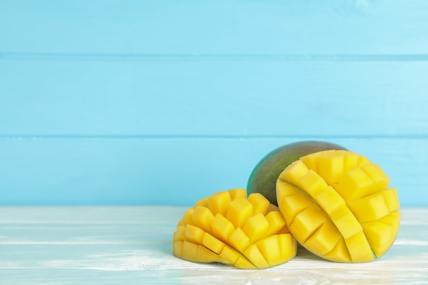 Cut ripe mangoes on white table Premium Photo