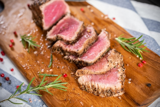 Cut roasted beef sirloin with rosemary and pepper Free Photo