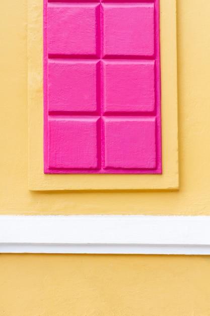 チョコレートの壁の背景のかわいい抽象的なタブレット Premium写真