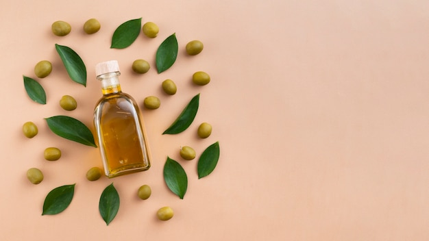 Cute arrangement with olives and leaves Free Photo