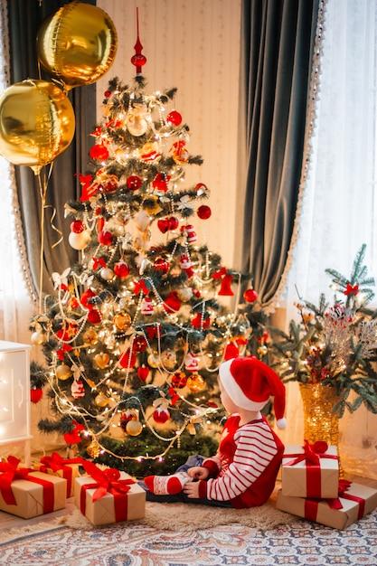 Cute boy wearing santa's hat Premium Photo