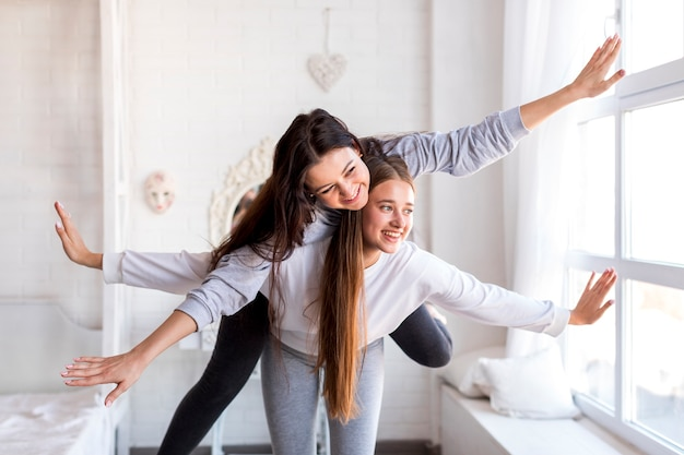 Cute couple with arms outstretched Free Photo