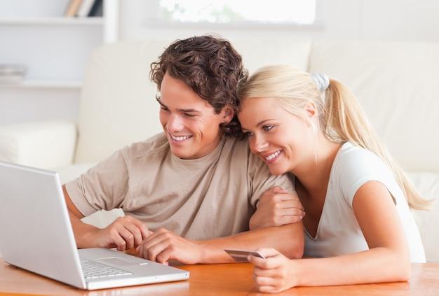 Cute couple with a laptop Premium Photo